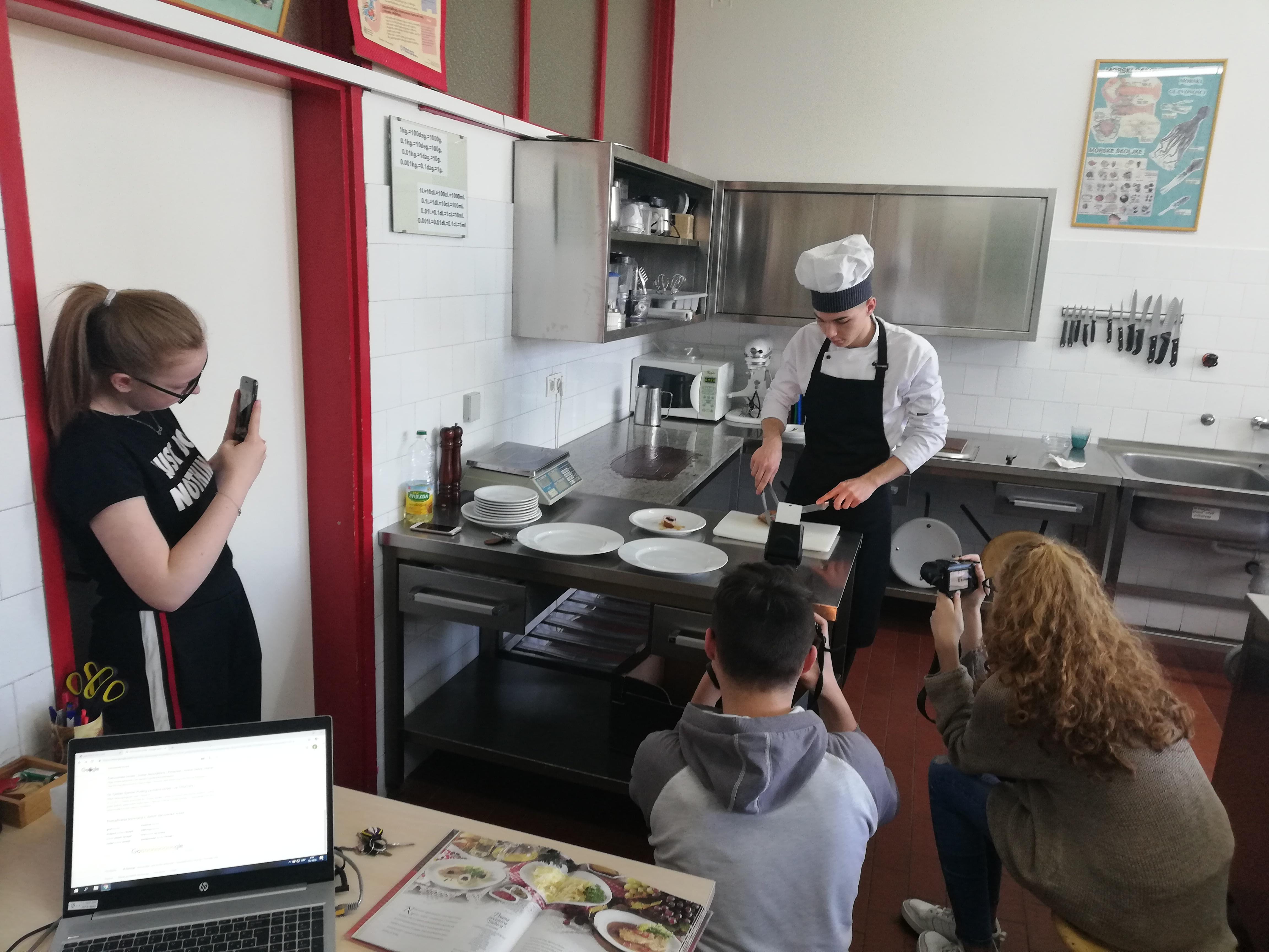 Fotografije za ovogodišnje natjecanje nastale su u školskom praktikumu za kuharstvo