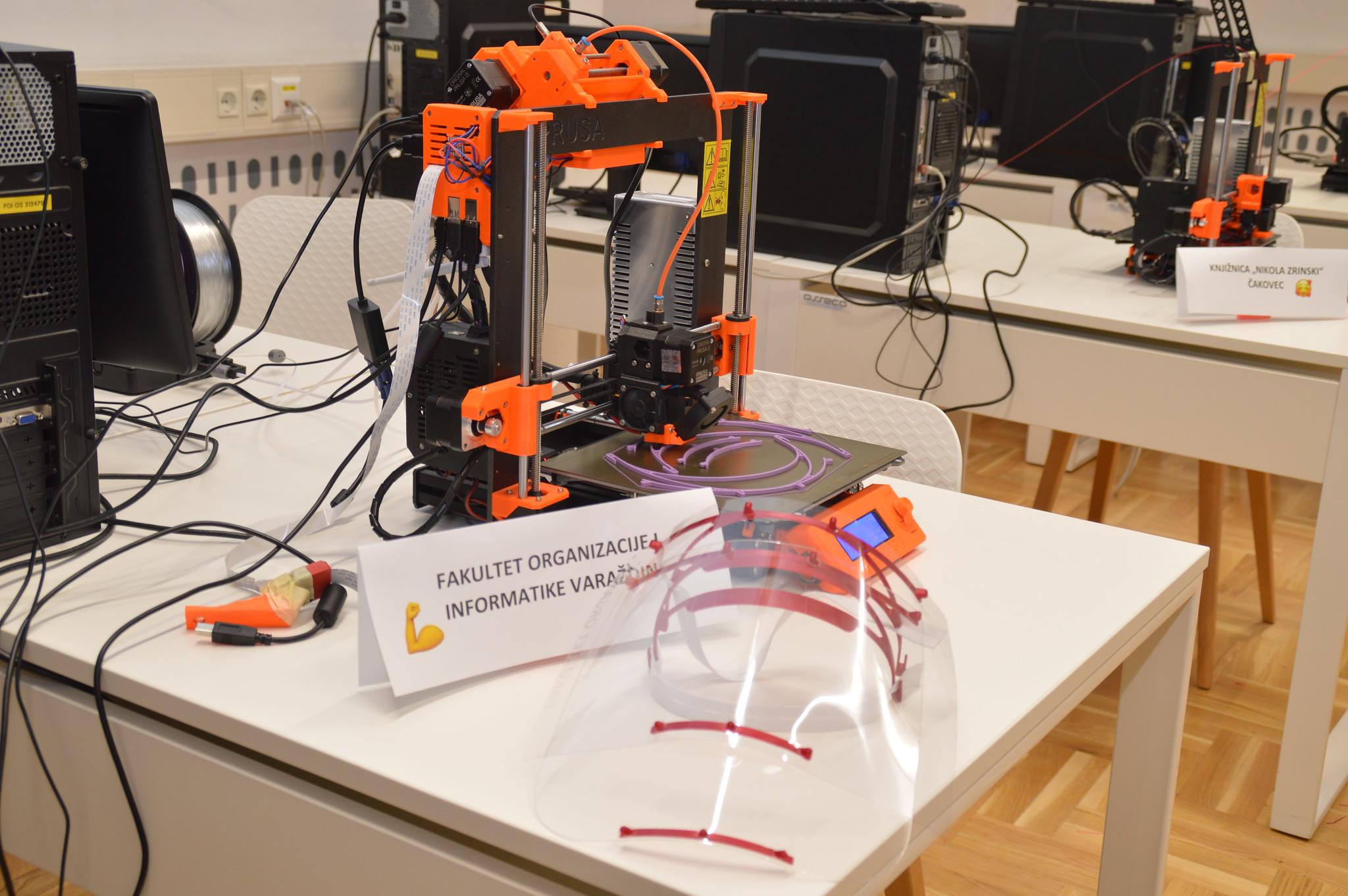 3D printeri izrađuju zaštitne štitove i na varaždinskom FOI-ju