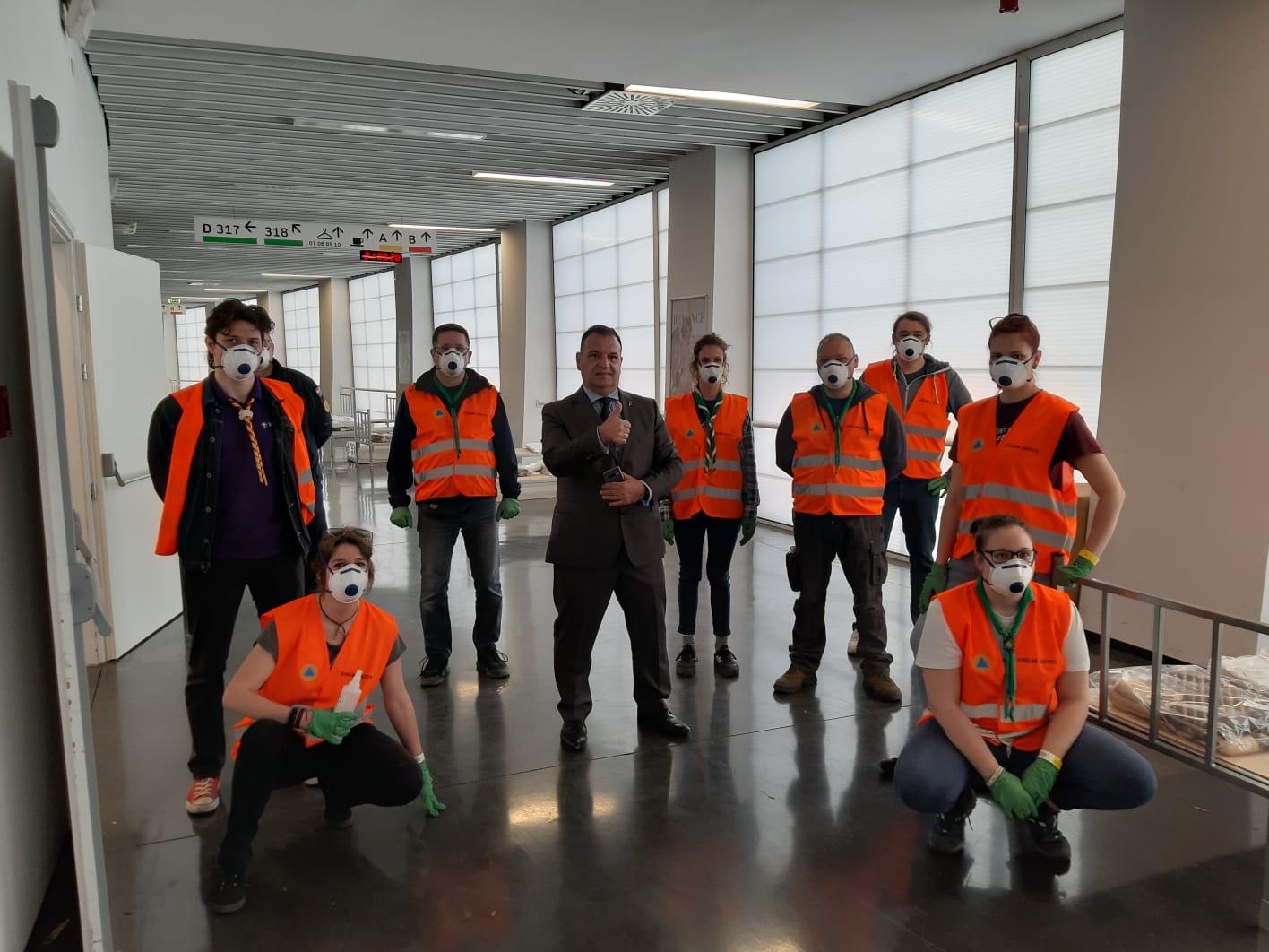 Volonteri Saveza izviđača Hrvatske pomagali su montirati improviziranu bolnicu u zagrebačkoj Areni