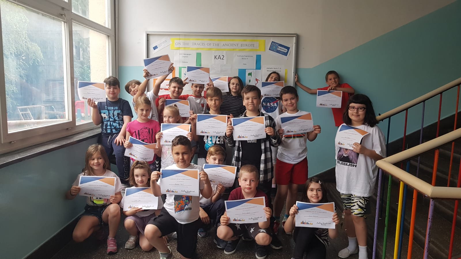 Učenici OŠ Ivana Gundulića s certifikatima o sudjelovanju u projektu